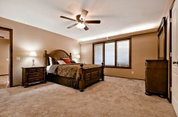 Queen bedroom on 1st level